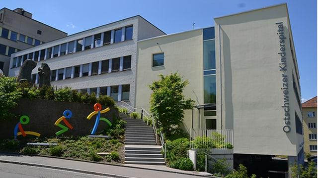 Fassade des Ostschweizer Kinderspitals von vorne