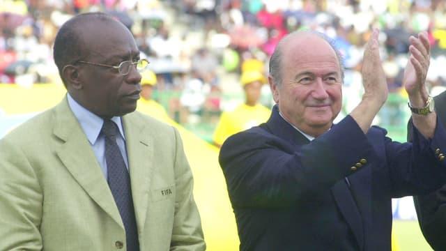 Jack Warner (links) und Joseph Blatter im Jahre 2001.