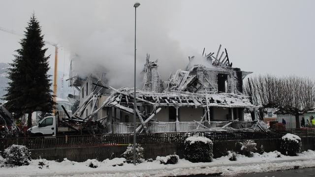 Ruine des durch einen Brand zerstörten leerstehenden Hotels Kaiseregg in Plaffeien.