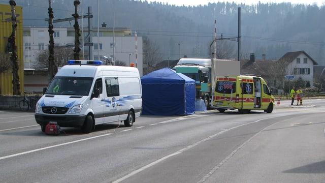 Ambulanz und Polizei vor Ort.