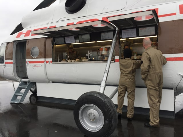 Ein Helikopter umgebaut zum Imbisstand