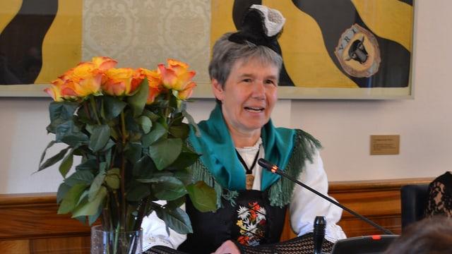 Die neue Landratspräsidentin Frieda Steffen in Urschner Tracht.