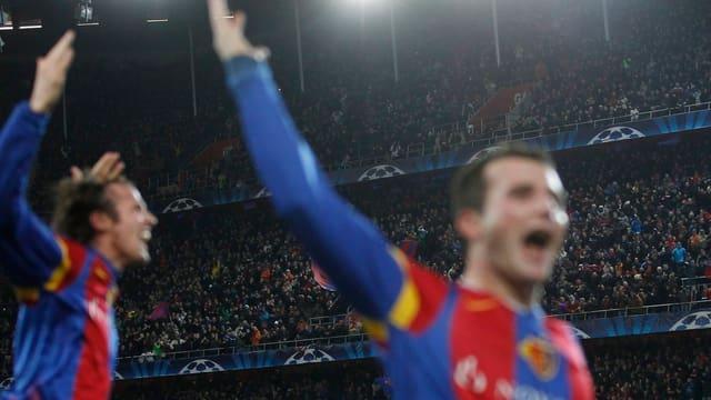 Marco Streller und Alex Frei feiern den Sieg gegen Manchester United.