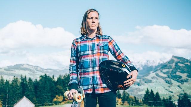 Tamara ist eine der besten Downhill-Skateboarderinnen der Welt.