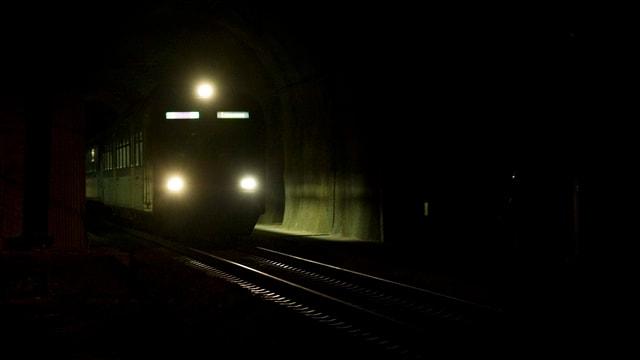 Das Bild zeigt ein Zug in einem Tunnel.