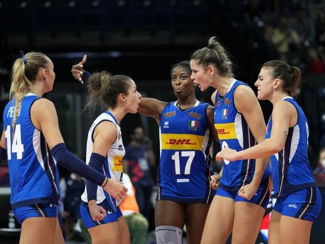 Italienische Spielerinnen beim Jubel.