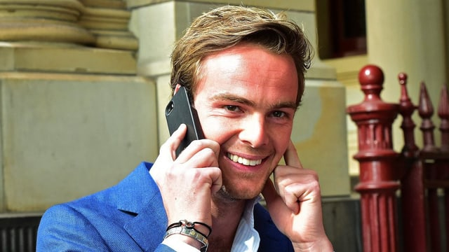 Giedo van der Garde vi dal telefonar.