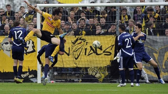 Eine Szene aus dem Cupspiel von 2011 zwischen Freienbach und YB.