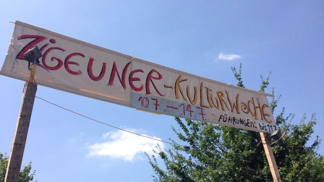 """Ein Banner mit der Aufschrift """"Zigeuner-Kulturwoche"""""""