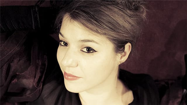 Bei Myria Poffet passt das Styling perfekt zu ihrem alter ego Chantemoiselle.