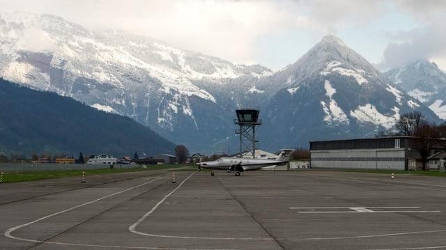 Der Flughafen Buochs mit Blick ins Seebecken.