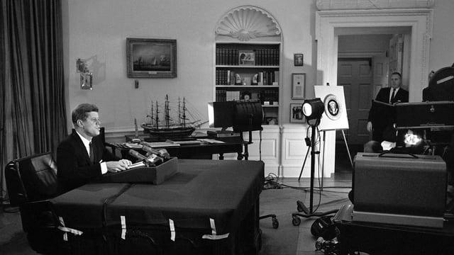 John F. Kennedy bei einer TV-Ansprache.