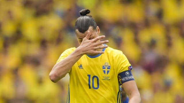 Ibrahimovic vor einer «gelben Wand» aus schwedischen Fans