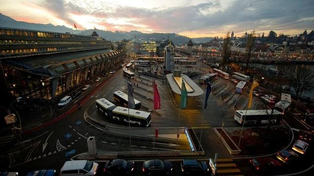 Der Luzerner Bahnhofplatz im Stossverkehr