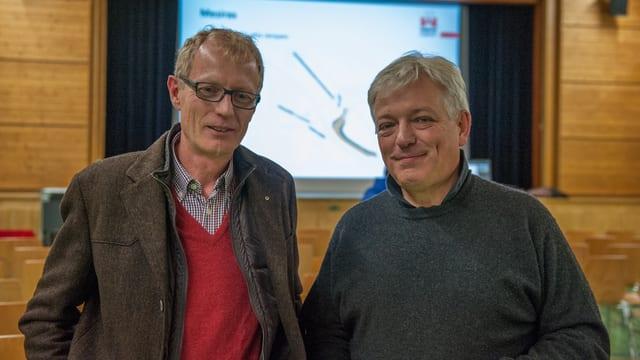 Il geolog Yves Bonanomi ed il president da vischnaunca Beat Roeschlin han infurmà la populaziun.