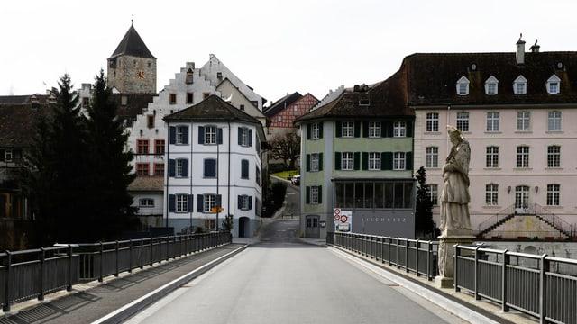 Blick über die Rheinbrücke auf das Städtchen Kaiserstuhl