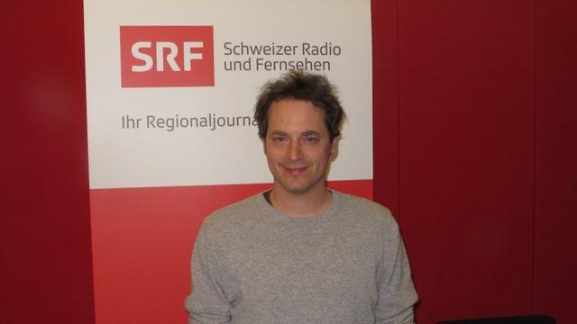 Alex Hendriksen im Studio des Regionaljournals