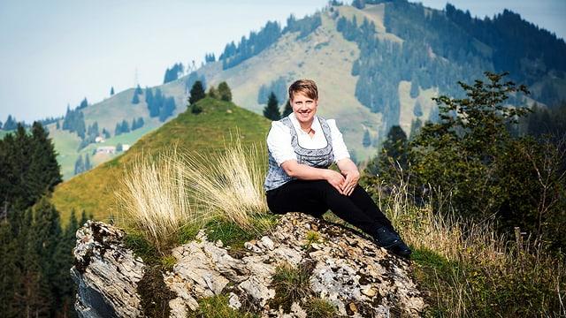 Portrait der Landfrau Astrid Murpf aus Hasle, LU in der Tracht.