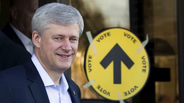 Der kanadische Premierminister Stephen Harper vor einem Wahllokal.