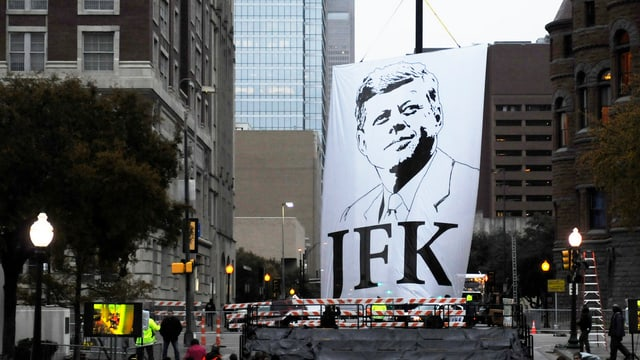 Bandiera da John F. Kennedy sin la Dealey Plaza a Dallas.