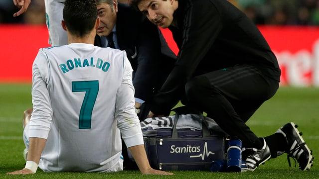 Apunta, Ronaldo cul numer 7 vegn tgirà da sanitaris da Real.