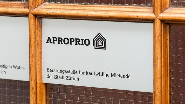 Haustüre der Beratungsstelle Aproprio der Stadt Zürich