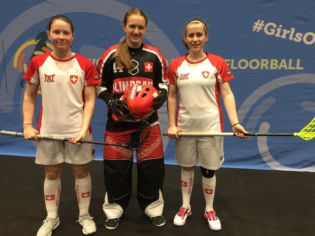 Drei Frauen in Unihockeyausrüstung