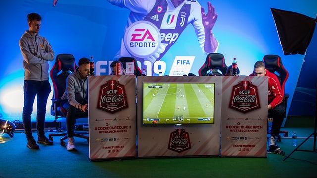 Vier Fifa-Spieler messen sich an der Fantasy Basel.