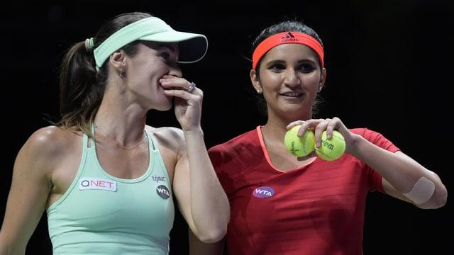 Martina Hingis unterhält sich mit Sania Mirza.