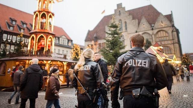 Policists armadas sin ina fiera da Nadal