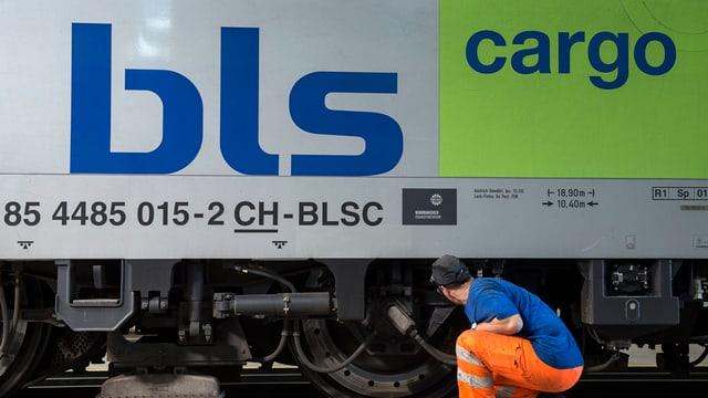 Lokomotive mit Aufschrift BLS Cargo.