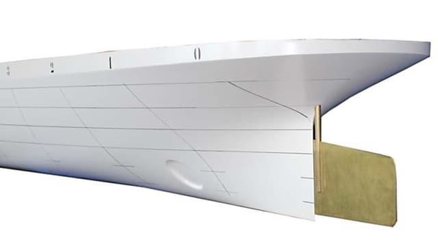 Holzmodell eines Dampfschiffs.