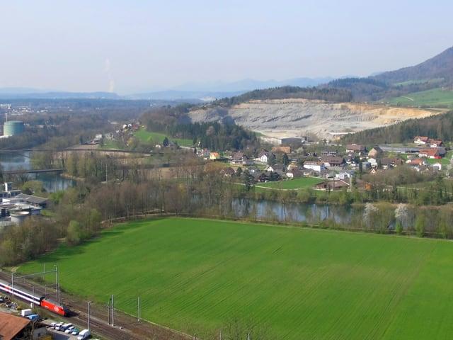Steinbruch hinter Dorf