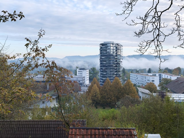 Begrüntes Hochhaus in Wabern bei Bern.