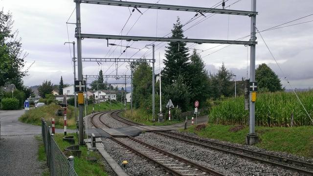 Der Bahnübergang Dürsenen in Samstagern