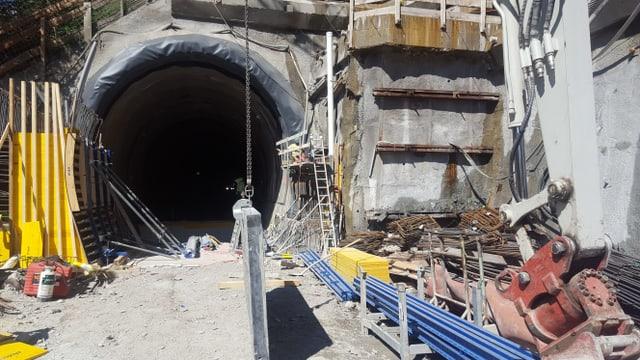 Plazzal al tunnel da Giarsun.