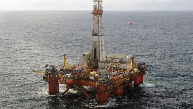 Ina da las plattafurmas da perforaziun en la Mar dal Nord.