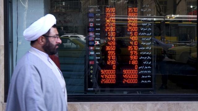 Ein iranischer Geistlicher im Teheraner Geschäftsdistrikt.