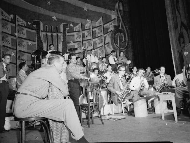 Stan Kenton mit Band.