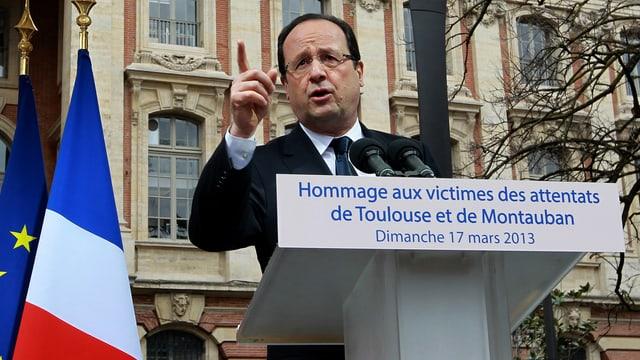 François Hollande gestikuliert während seiner Ansprache in Toulouse. (keystone)