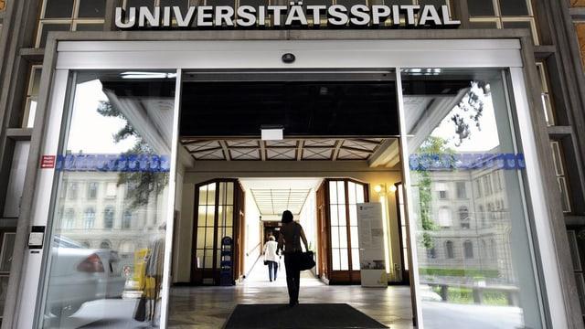 Die Eingangstür zum Universitätsspital.