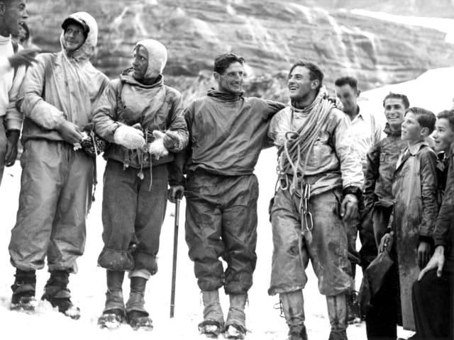 Die Erstbesteiger der Eigernordwand Heinrich Harrer, Ludwig Voerg, Andreas Heckmair und Fritz Kasparek nach der Expedition.