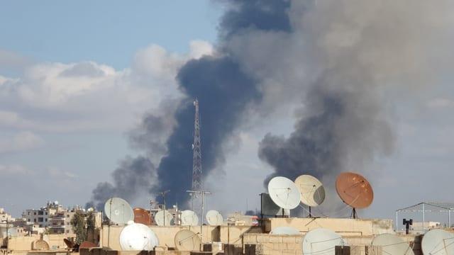 Rauch über Al-Rakka nach der Bombardierung