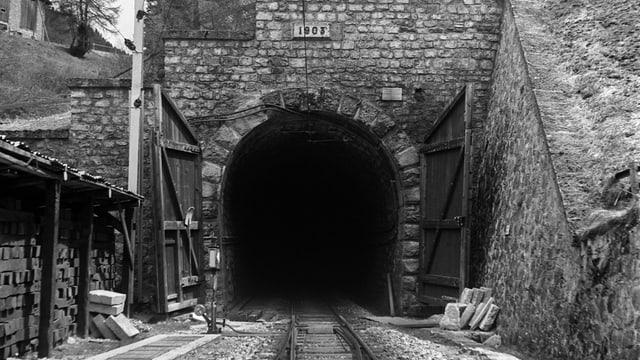 Il tunnel dal Alvra colliescha en lingia directa la Val d'Alvra cun la Engiadin'Ota (Preda, fotografia betg datada).