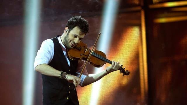 Sebalter am Geige spielen.
