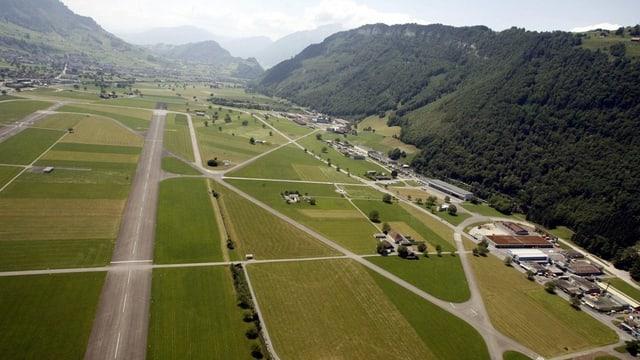 Eine Luftaufnahme des Flugfeldes Buochs