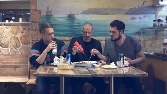 Band Iwan Petrowitsch zu dritt am Tisch