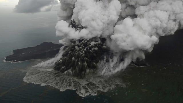 Purtret dal vulcan che ha in grond nivel da pulvra e tschajera che vegn siadora.