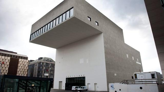 Aussenhülle des modernes Gebäudes Equilibre.