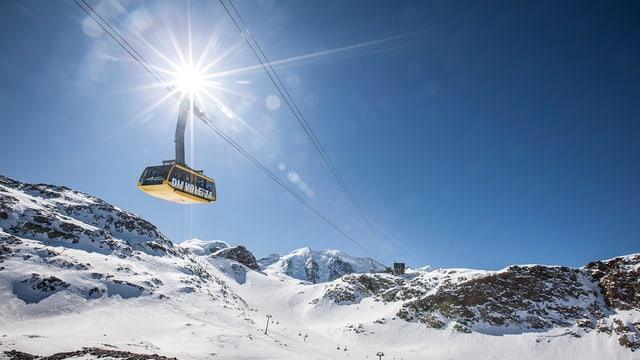 La pendiculara da Diavolezza sur il territori da skis